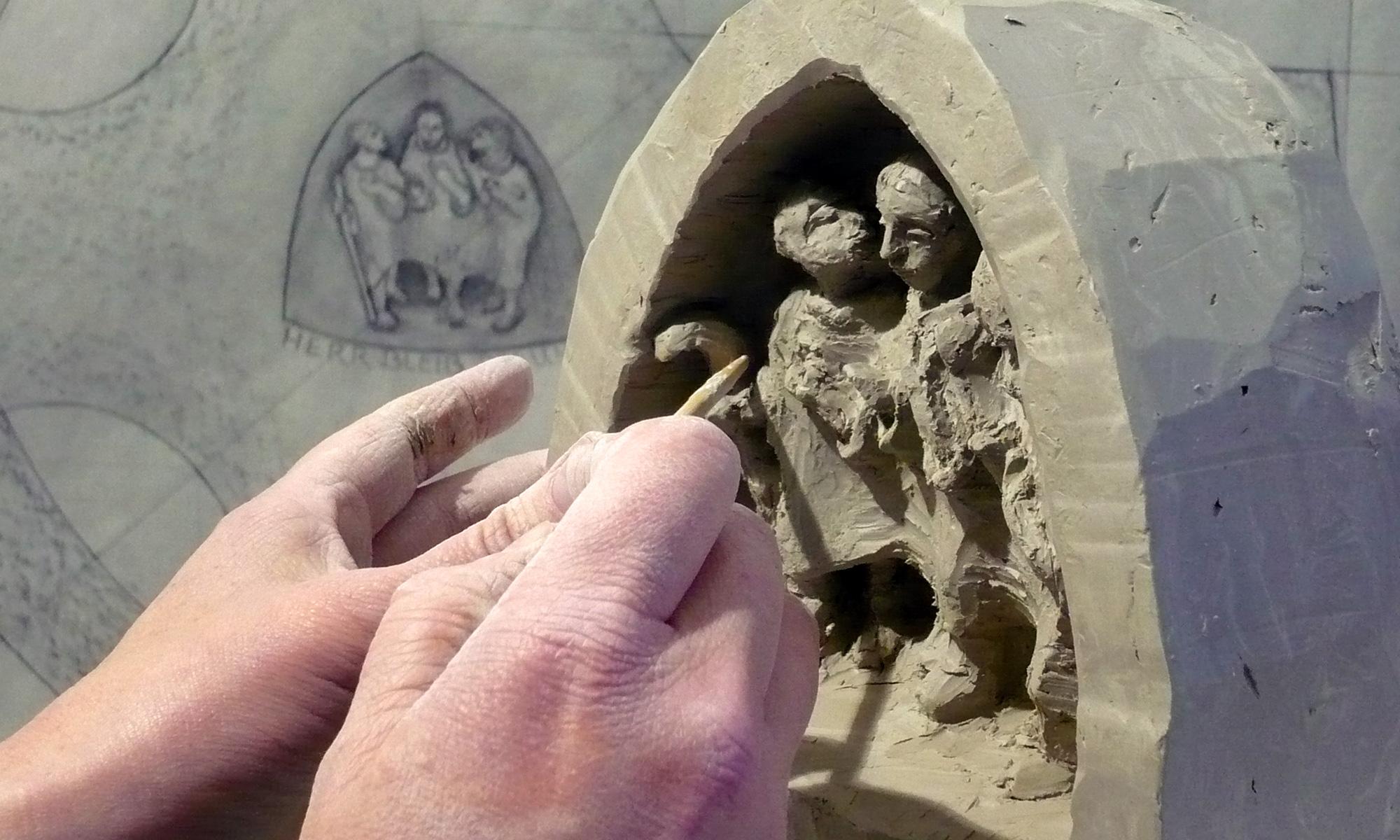 Steinmetzarbeiten sind kreativ.